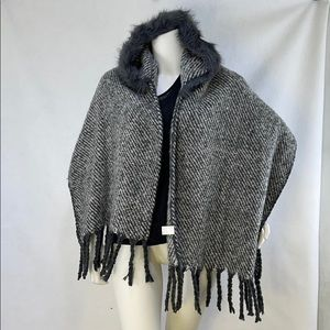 NWT Coco + Carmen hooded poncho with fringes